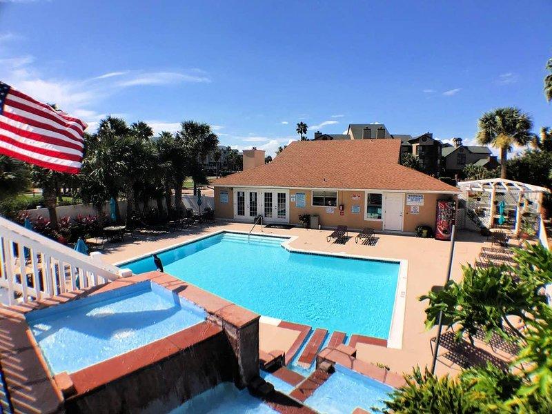 Sandpiper Stay Condo - Pool Near Beach and Seawall!, holiday rental in Bayou Vista