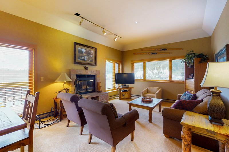 Skier's dream w/ski-in/out access, hot tub, pool, & more!, holiday rental in Purgatory
