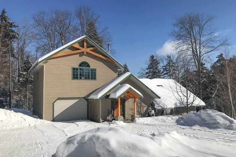 Modern craftsman lodge w/ fireplace & sauna - near skiing/Lockwood Brook, holiday rental in Fayston