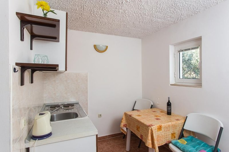 Apartments Villa Ana Dingač - One Bedroom Apartment with Balcony 2, aluguéis de temporada em Potomje