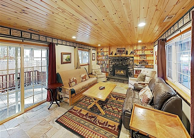 Pet-Friendly Home w/ Large Fenced Yard - Minutes to Heavenly & Lake, vacation rental in South Lake Tahoe