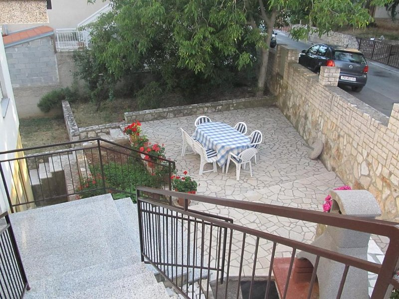 Apartment Razum - Three Bedroom apartment, holiday rental in Vintijan