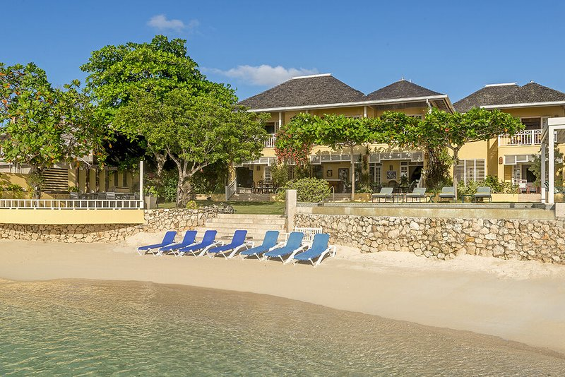 BEACHFRONT! LUXURY! FULLY STAFFED! CHEF! BUTLER! TENNIS! KAYAKS! Sugar Bay -5BR, vacation rental in Discovery Bay