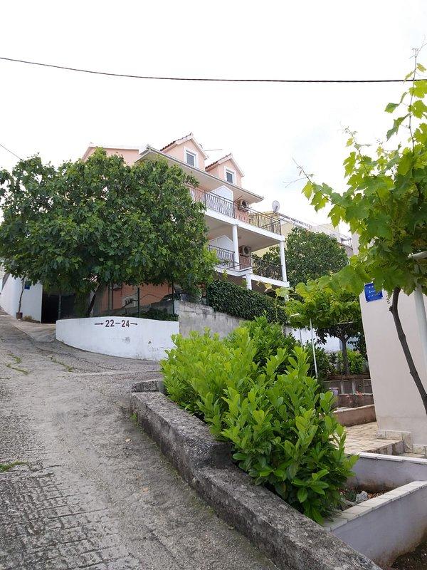Villa Narona Apartment 3, holiday rental in Zedno