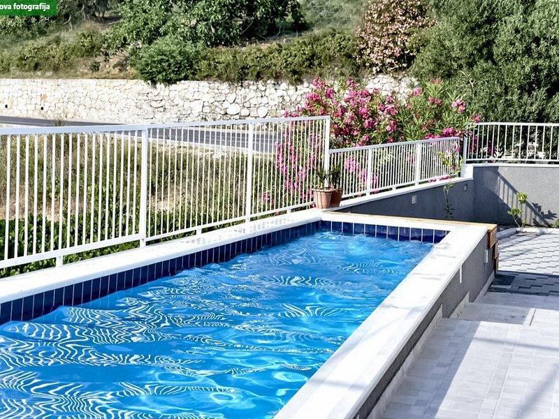 Villa Nika - Five-Bedroom Villa with Private Pool, holiday rental in Mlini