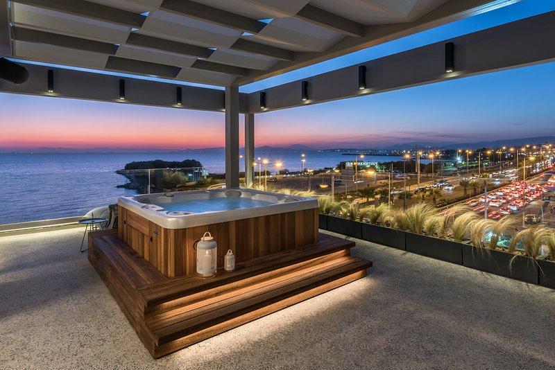 Solen C1 Excelsior Suite Sea View, holiday rental in Alimos