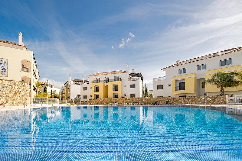 Brand new 2 Bed Apartment | Cabanas | Swimming Pool, holiday rental in Conceicao