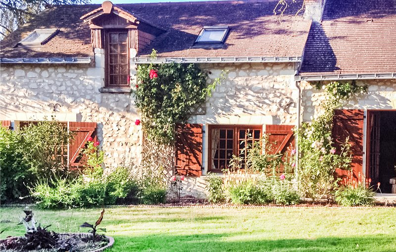 Stunning home in Parcay les Pins with Outdoor swimming pool, Heated swimming poo, casa vacanza a Breil