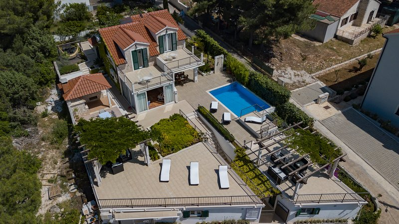 Villa Milna - 16 people - heated pool & sea view, holiday rental in Milna
