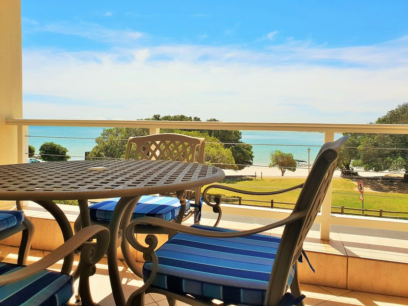 GOLD WATER - Perfect Family Beach Holiday House!, location de vacances à Gordon's Bay