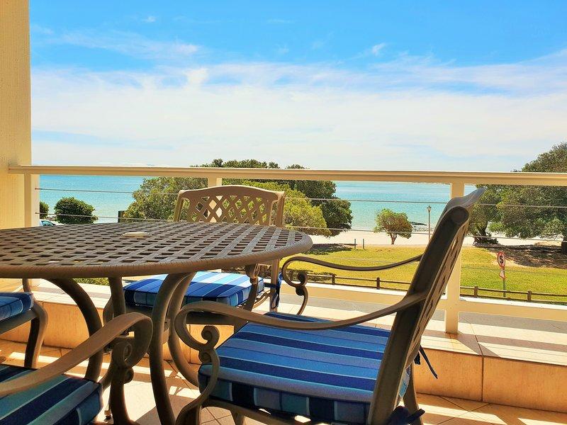 GOLD WATER - Perfect Family Beach Holiday House!, alquiler de vacaciones en Gordon's Bay