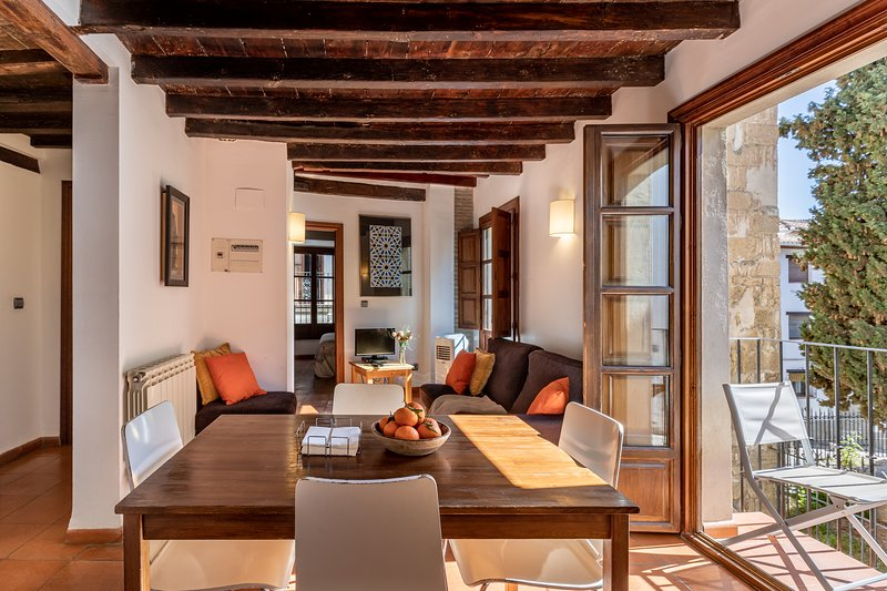 Charming & historic San José apt 1A in Albaicin, vacation rental in Granada