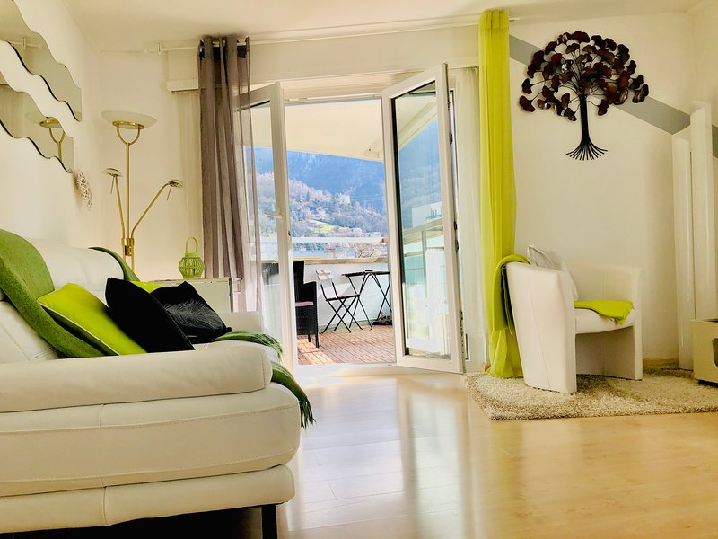 13.Amazing apartment, Lakeview - mountain,  modern, spacious, large  balcony,, holiday rental in Chatel-Saint Denis