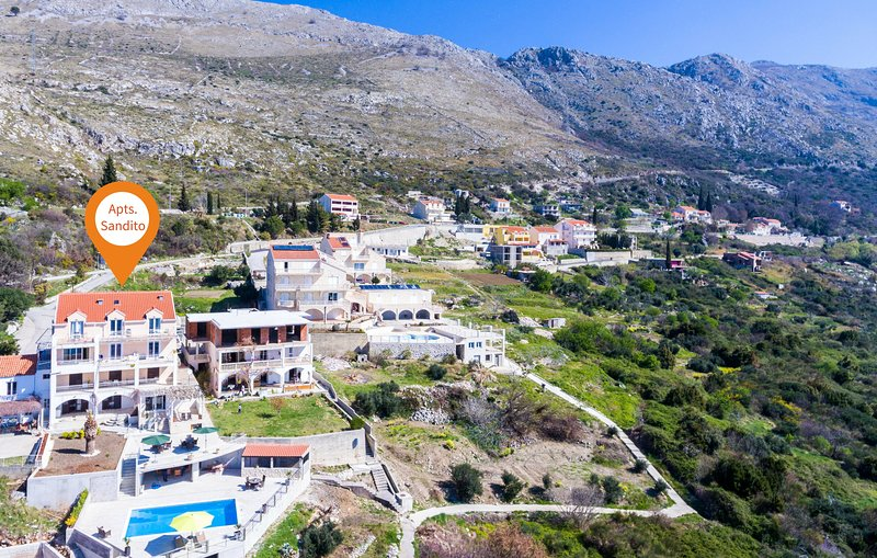 Apartments Sandito-Double Room with Terrace and Sea View, holiday rental in Soline