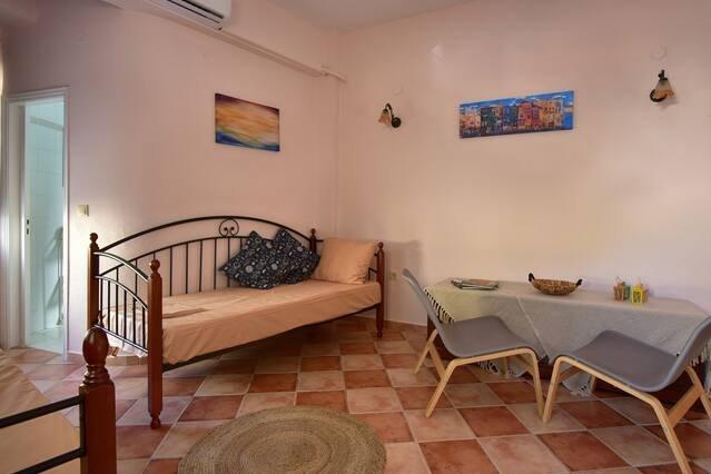 Nafsikas Apartment in Ipsos Beach, holiday rental in Agios Markos