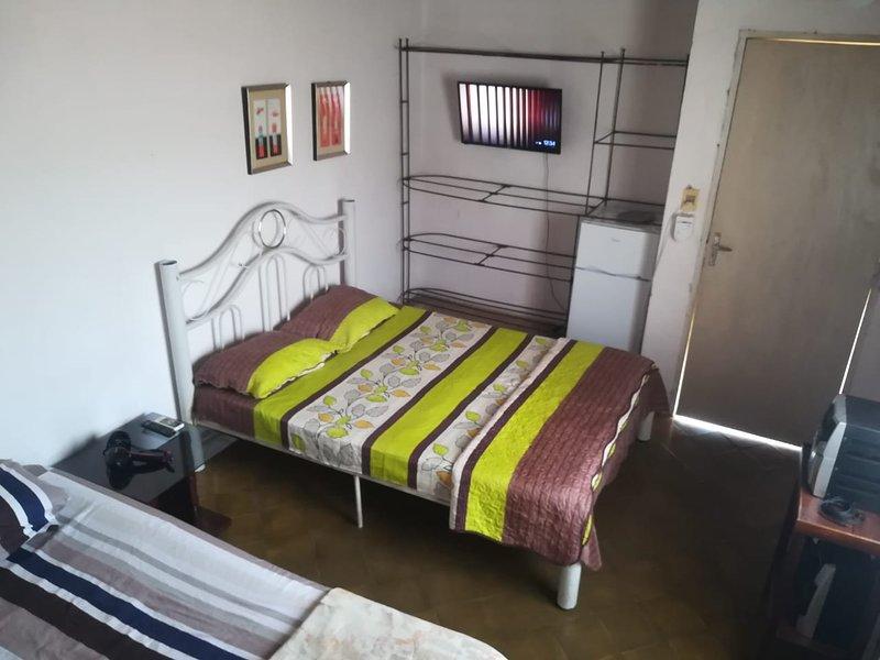 Cómoda habitación a pasos de la terminal de buses de Asunción, casa vacanza a Asuncion