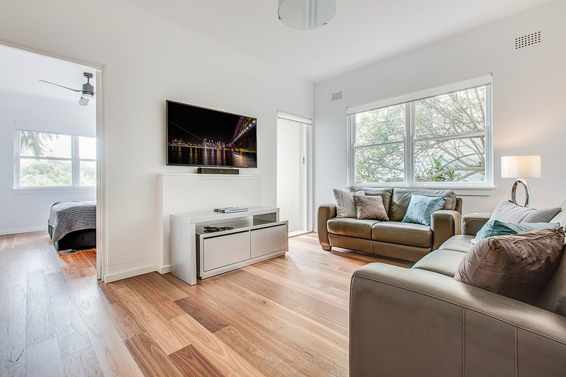 Renovated art deco flat close to city and harbour, vacation rental in Cremorne