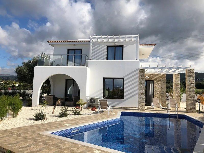 Georgiana Villa 6 with pool, alquiler vacacional en Lara