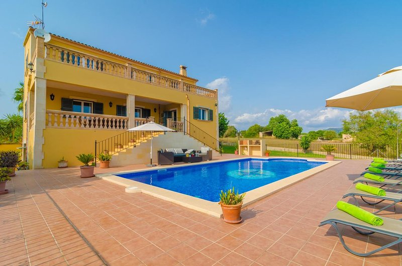 Spacious villa with swimming-pool, vacation rental in Cas Concos