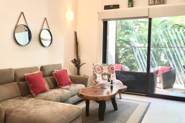 CORNER UNIT W/ SCREENED PATIO &  RESORT ACCESS. FREE CAR RENTAL INCLUDED., vacation rental in Chacalal