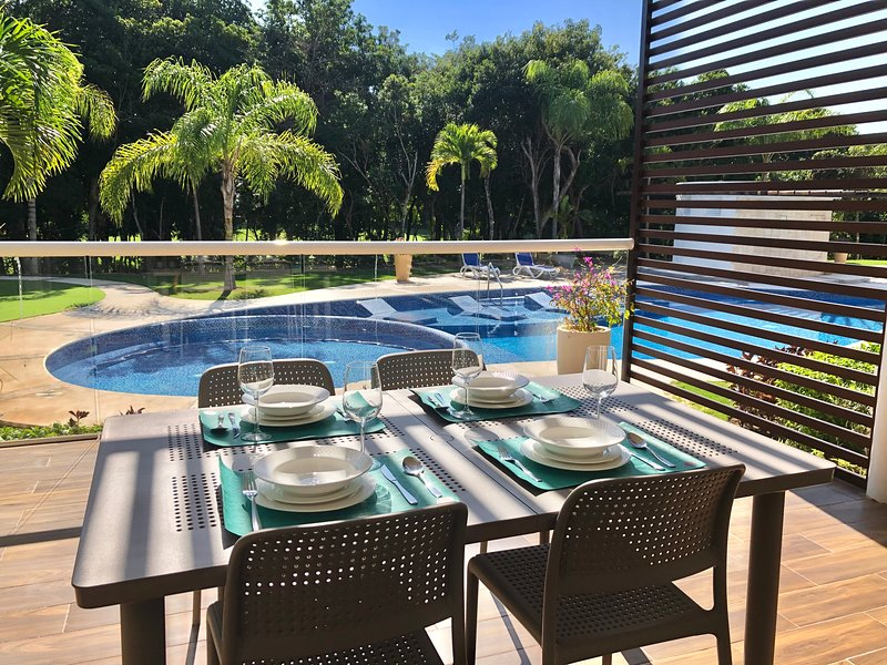 Gorgeous 2 level condo in Bahia Principe Resort, vacation rental in Chacalal