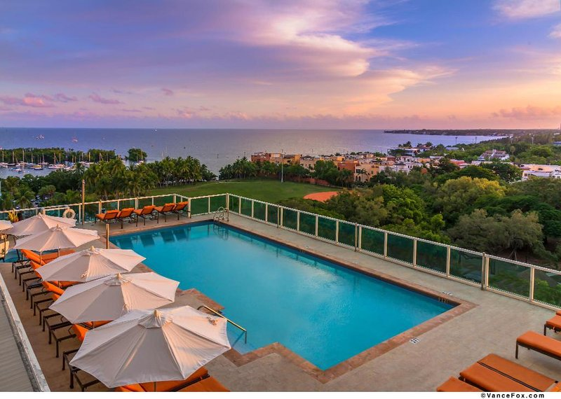 MODERN STUDIOS w/ FULL KITCHEN & BAYVIEW, holiday rental in Coral Gables