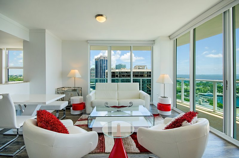 MODERN STUNNING 2BD/2.5BA, holiday rental in Coral Gables