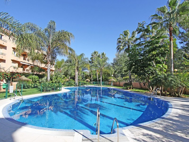 Beach Front 2. Line Family Penthouse , 3 Terraces, wifi, BBQ, Pool ,garage,, vacation rental in Artola