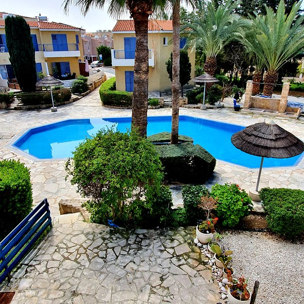 2 Bedroom Townhouse on very popular complex with pool view, vacation rental in Paphos