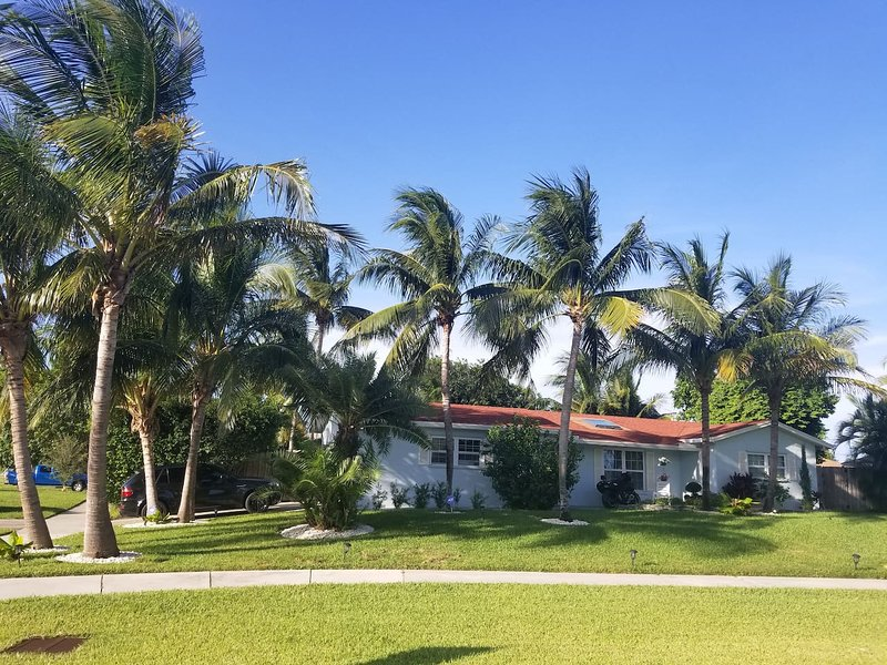Great Reviews! Heated Pool. Bocce! Perf Location, vacation rental in Boynton Beach