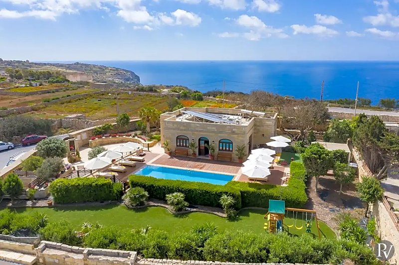 Nigred Villa Sleeps 8 with Pool Air Con and WiFi - 5828521, holiday rental in Zurrieq