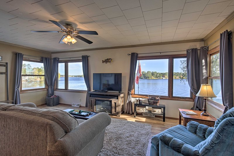NEW! Angler's Cabin w/Pier on Lake Nokomis!, holiday rental in Harshaw