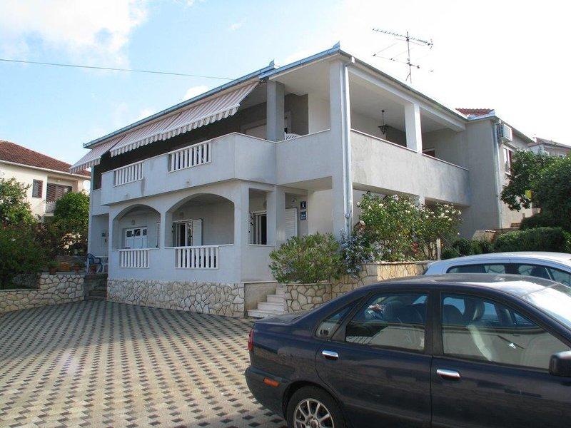 Ferienwohnung 4904-5 für 4 Pers. in Trogir, holiday rental in Okrug Gornji
