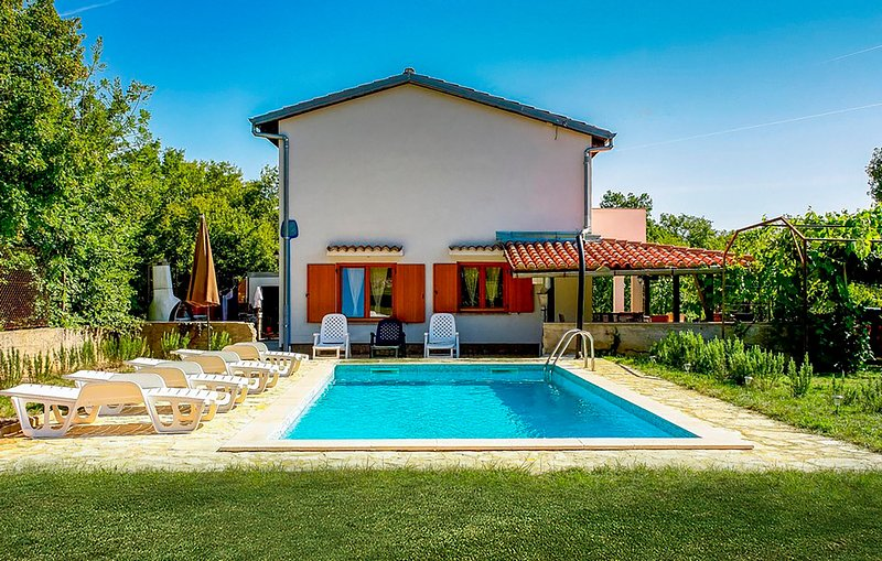 Stunning home in Krk with Outdoor swimming pool, WiFi and 4 Bedrooms (CKK399), holiday rental in Poljica