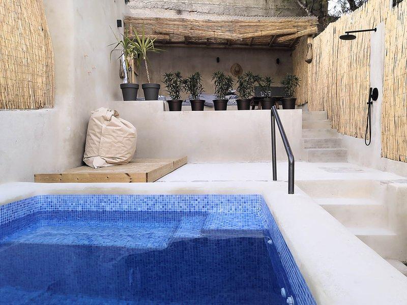Nieuw, stylish Ronda Centrum Appartement met zwembad en uitzicht., holiday rental in Igualeja