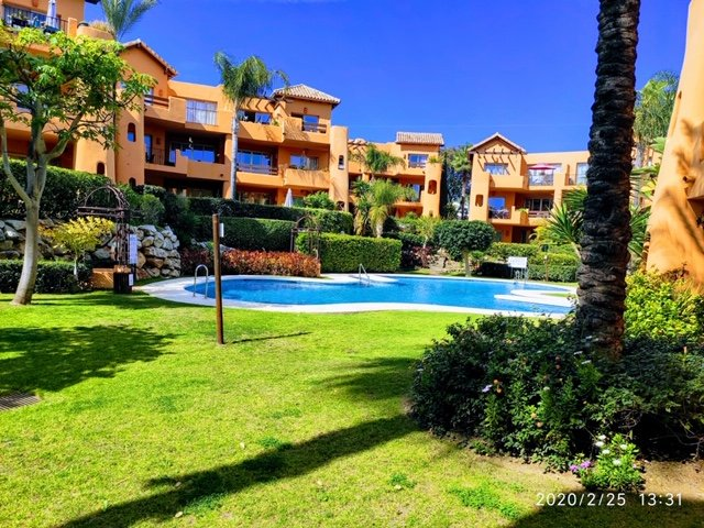 2 Bedroom ground floor apartment with garden and pool views, vacation rental in Estepona