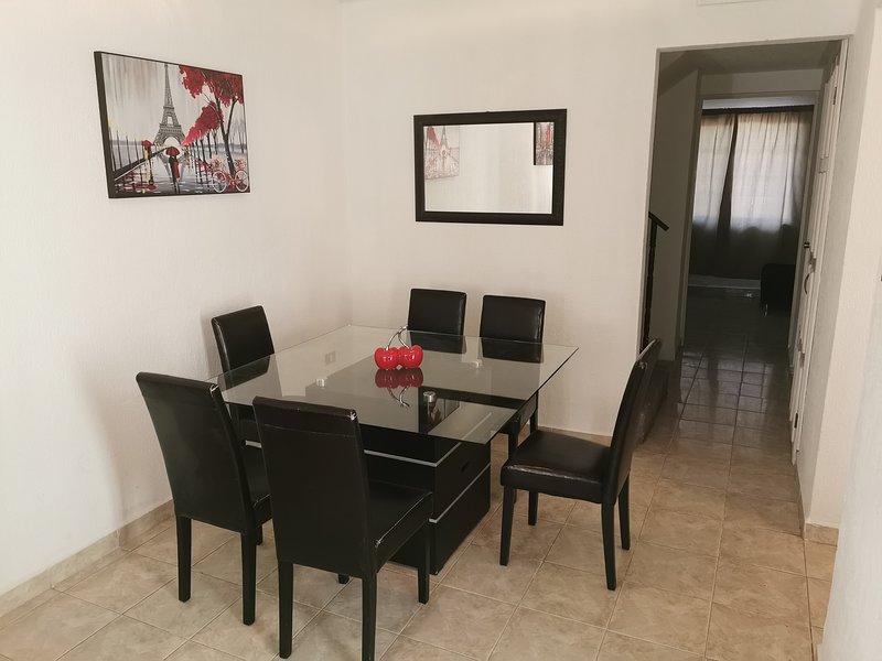 Comoda Casa con excelente ubicacion Vente a Gomez, holiday rental in Durango