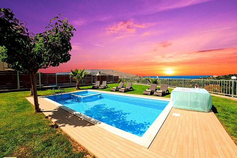 Sunlight Grand Villas with 3 Private Pools for 36 guests, alquiler vacacional en Georgioupolis