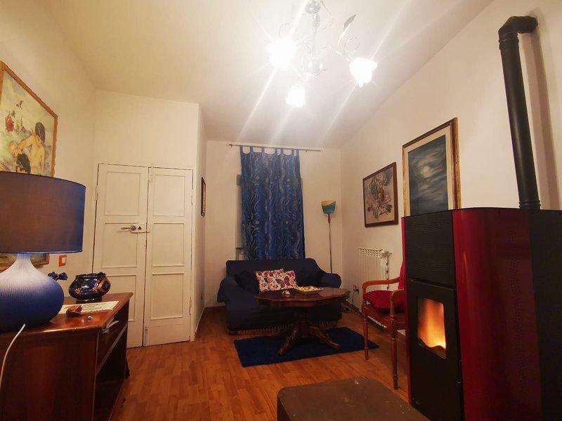 Raffinato appartamento, privacy totale nel cuore di Caprarola, vacation rental in Caprarola