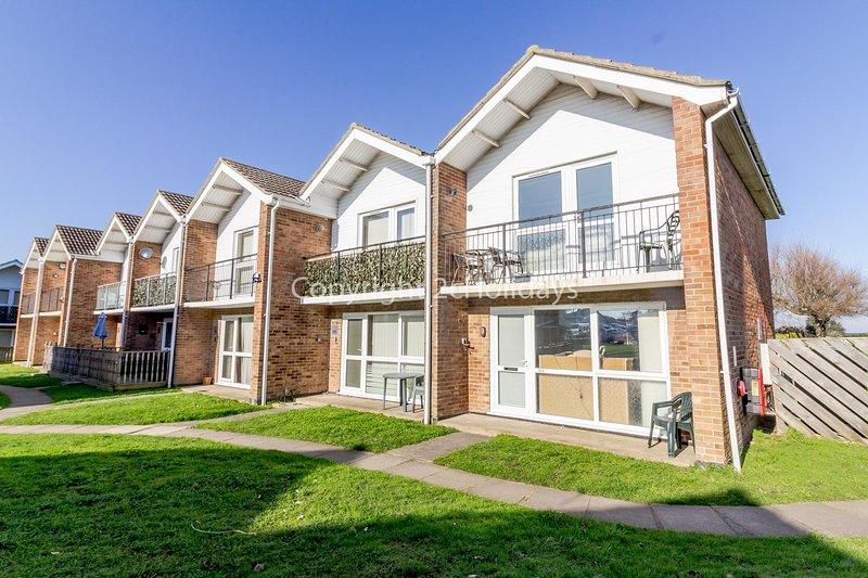 Lovely 6 berth villa at Waterside Village Park in Corton ref 14100W, casa vacanza a Lowestoft