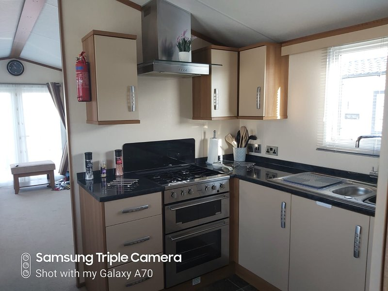 Seaside Charming Mobile Home - Holiday Park, vacation rental in Whitstable