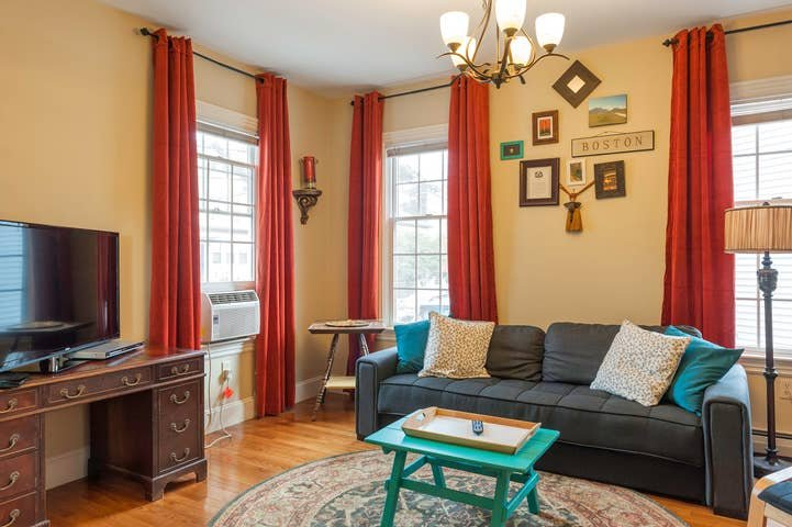 Welcoming & spacious 3bed 2bath entire home!, alquiler de vacaciones en Boston