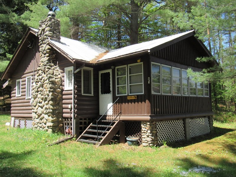 Historic Log-Sided Cabin, location de vacances à Lake Pleasant