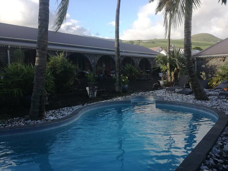 Amazing apartment with shared pool, vacation rental in Saint-Philippe