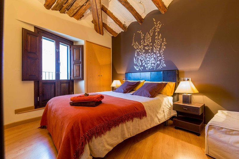 LA ERA CORA. a 10 minutos de Teruel y Dinópolis y a 15 m. de Albarracín. VEN, holiday rental in Noguera de Albarracin