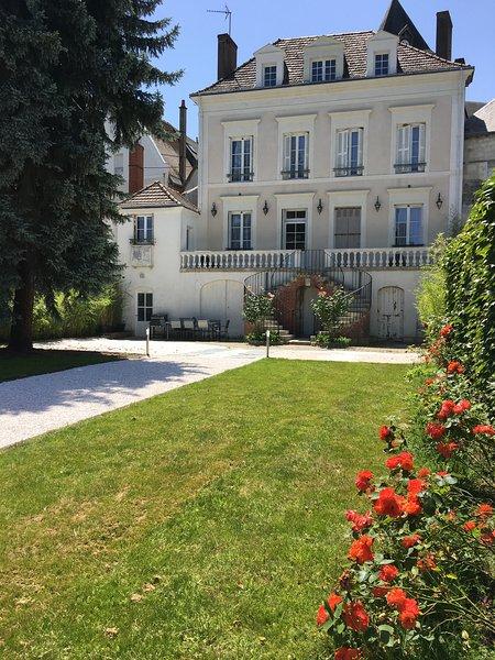 Manoir 1838 classé 4* - 3km du Zoo de Beauval, proche des châteaux de la Loire., vacation rental in Chatillon-sur-Cher