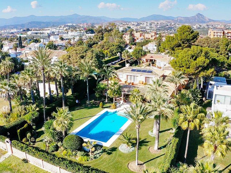 Dream Beachfront Family House, pool , garden, BBQ ,Lounge Area ,wifi,, holiday rental in El Paraiso