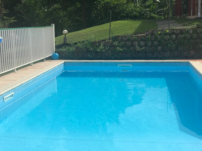 Beautiful house with shared pool, location de vacances à Gros-Morne