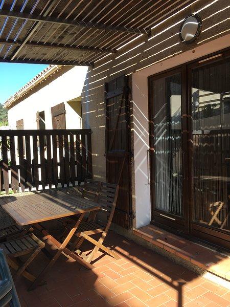 Amazing apt with terrace & Wifi, location de vacances à Pigna