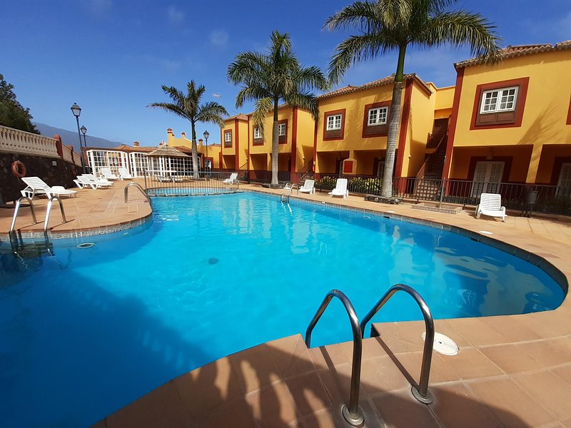 Fully equiped apartment with balcony and swimingpool, vacation rental in La Rosa